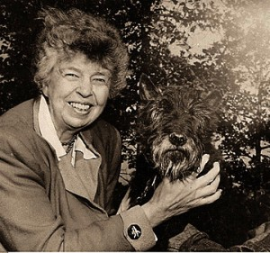 Eleanor_Roosevelt_with_Fala_2
